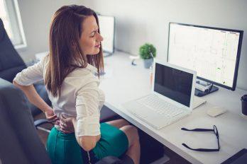 چرا کمرم درد میکند؟ ۷ علت اصلی درد کمر