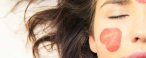 ۱۲ درمان طبیعی آفتاب سوختگی پوست صورت و بدن