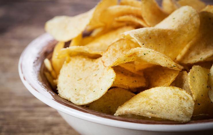 برای لاغری چه نخوریم,غذاهای مضر برای کاهش وزن,potato-chips-چیپس سیب زمینی