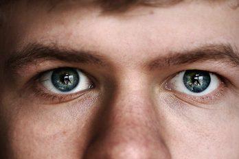 عوامل و کارهای مضر برای چشم