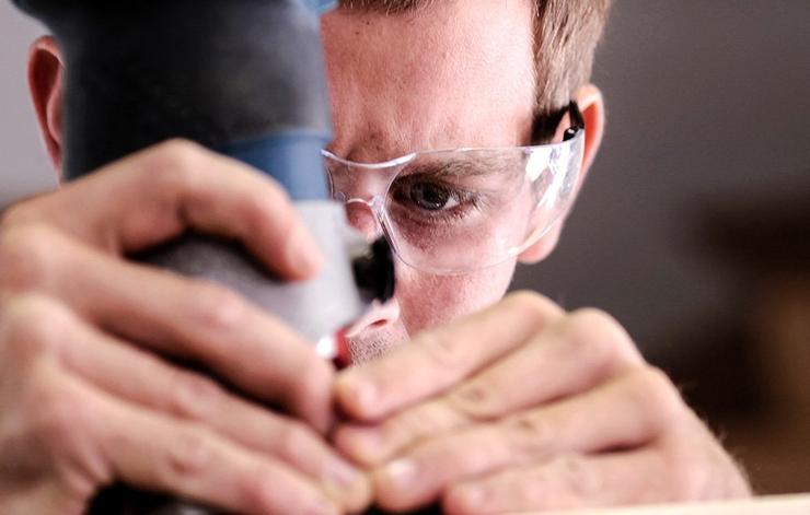 عادت های مضر برای چشم,حفاظت نکردن از چشم