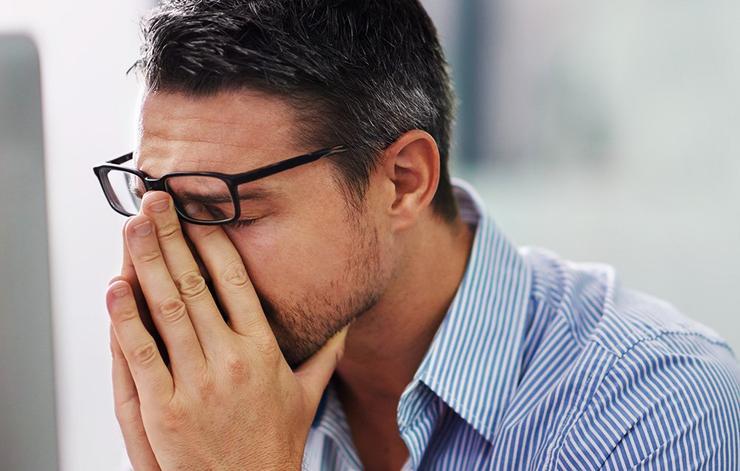 عادت های مضر برای چشم,مالش چشم
