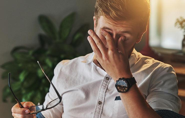 عادت های مضر برای چشم,دست زدن به چشم قبل از شستن دست ها