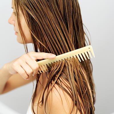 combing-wet-hair-مراقبت موهای خیس باشید