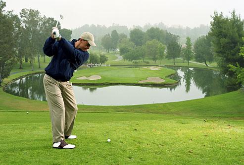 getty rm photo of golfer teeing off نمایش تصویری ضایعات پوستی پیش سرطانی و سرطان پوست سلامت