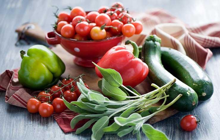 سبزیجاتی که نفاخ نیستند - 7 غذای سالم که ایجاد نفخ نمیکنند