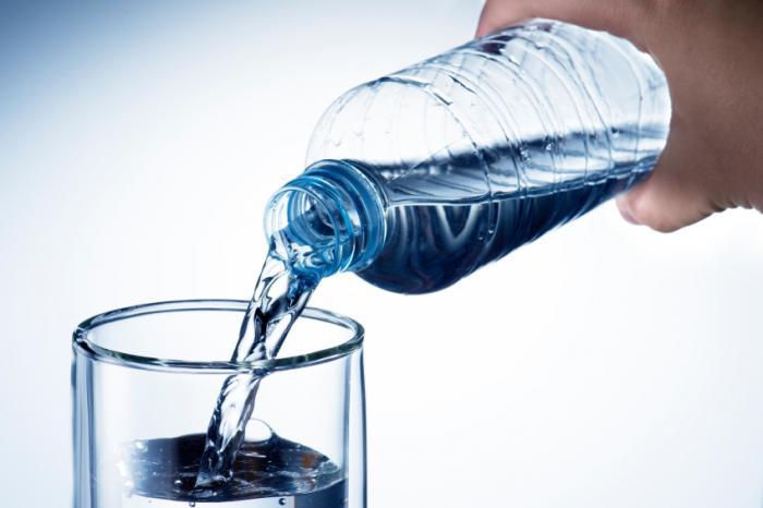 نوشیدن آب برای درمان اسهال water