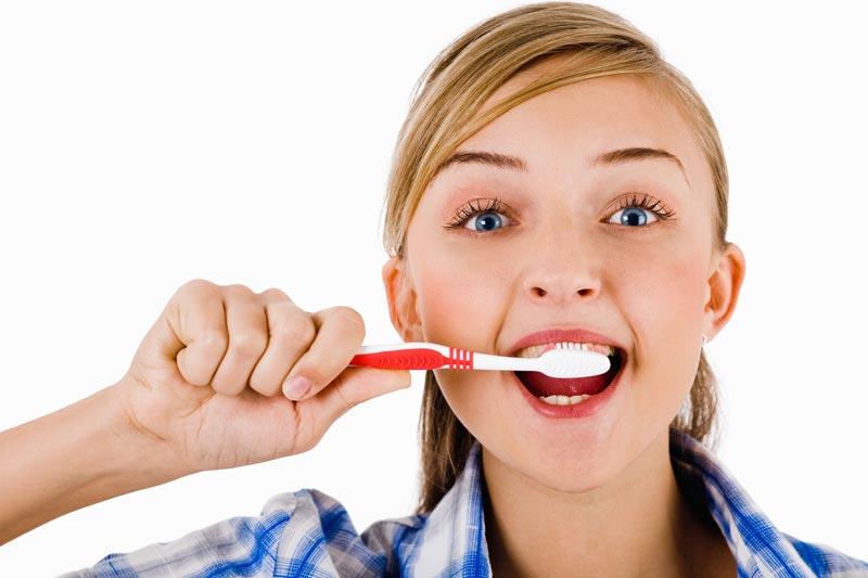 مزایای تمیز کردن دندان و شستشوی روزانه