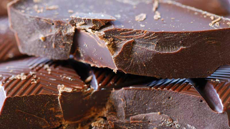 خواص شکلات تلخ برای بهبود قدرت مغز