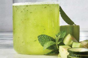 ۳ نوشیدنی برای درمان نفخ شکم