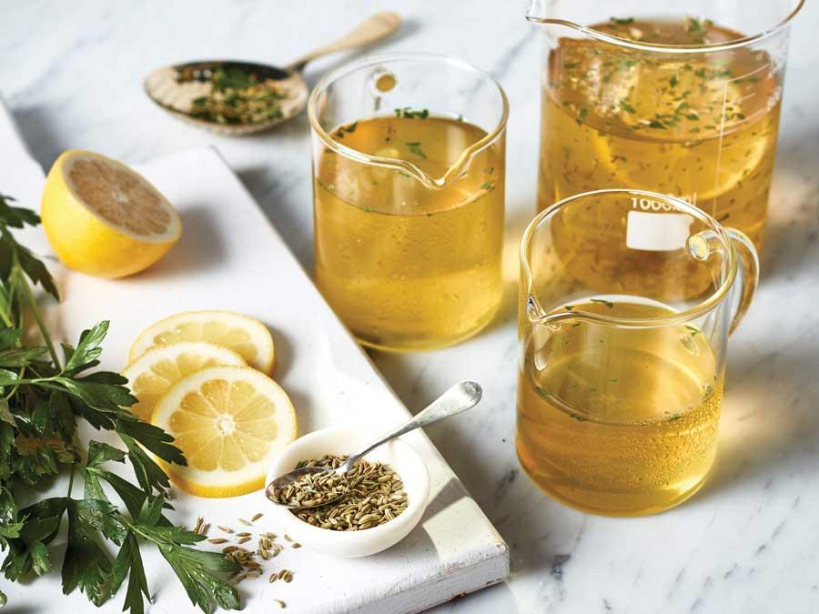 نوشیدنی جعفری،رازیانه و لیمو برای درمان نفخ شکم