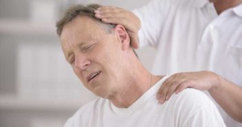 دلیل سردرد پشت گردن چیست؟
