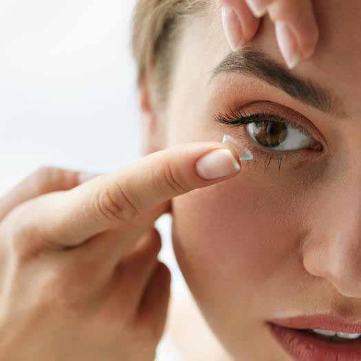 لنزهای چشمی و عوارض آنها برای خشکی چشم