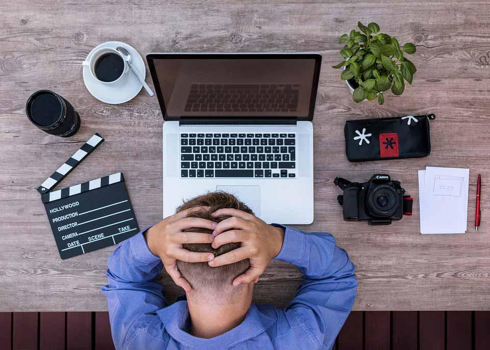 دلیل احساس خستگی همیشگی چیست,مشغله زیاد به صورت مستقیم انرژی شما را تخلیه میکند.