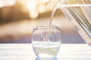 آیا آب باعث کاهش وزن و لاغری میشود؟