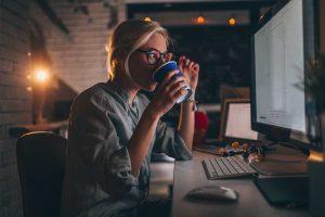 آیا نوشیدن قهوه بدون کافئین برای شما بهتر است؟