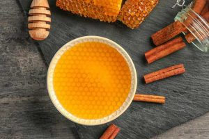 خاصیت های دارچین و عسل