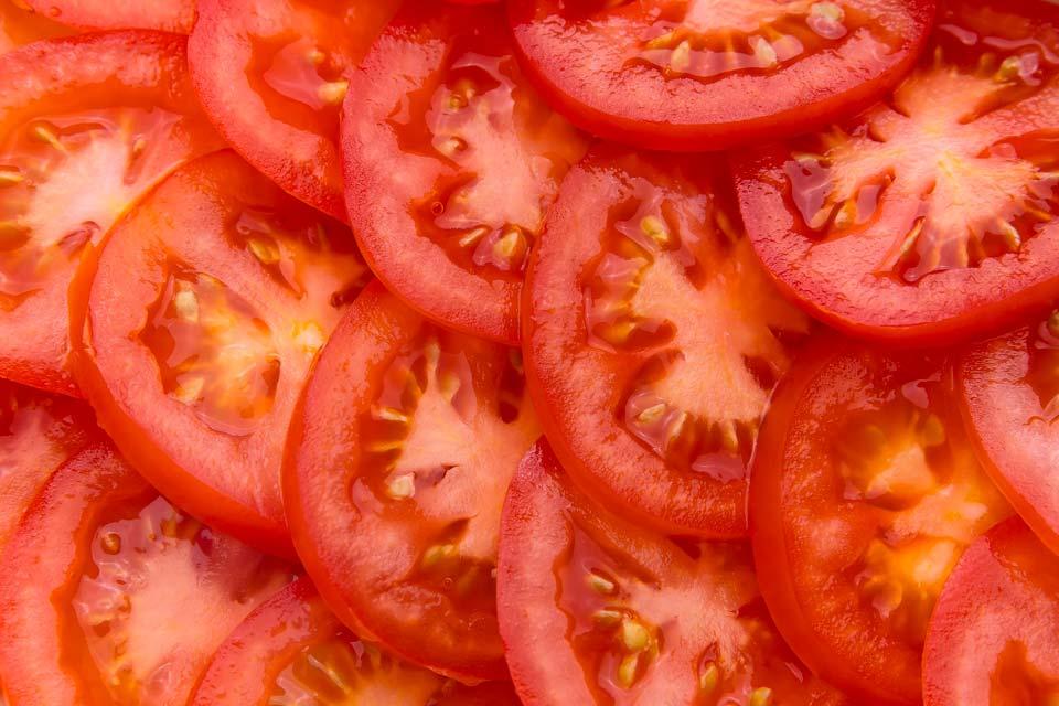 خوراکی های آب رسان بدن و پوست,گوجه فرنگی