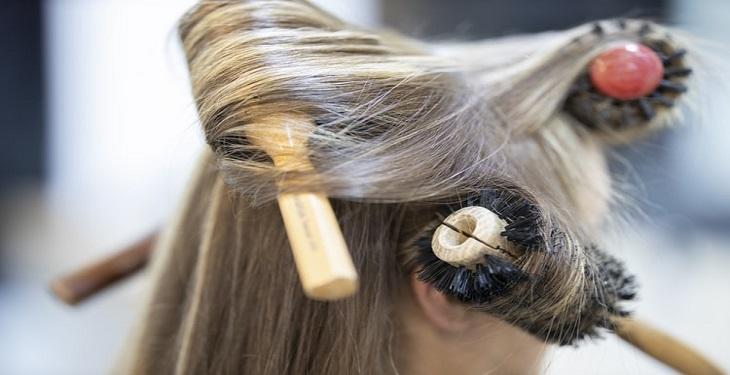 حالت دادن مو با شانه